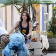 Asia Argento et son mari  Michele Civetta font le shopping des vacances, à   Forte dei Marmi, en Italie