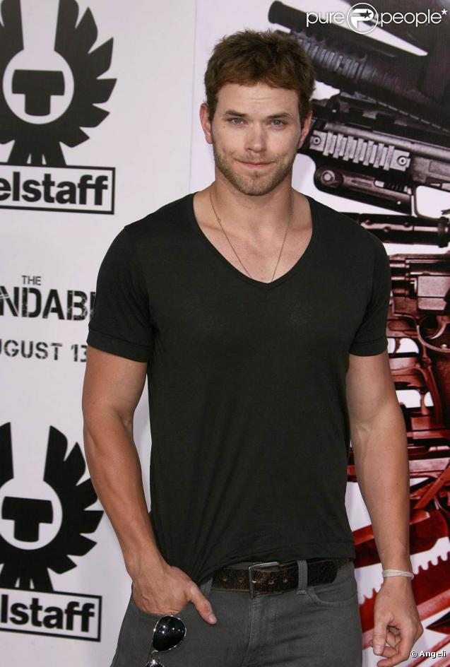 Kellan Lutz, lors de l'avant-première de The Expendables , au Graumann's Chinese Theatre d'Hollywood, à Los Angeles, le 3 août 2010.