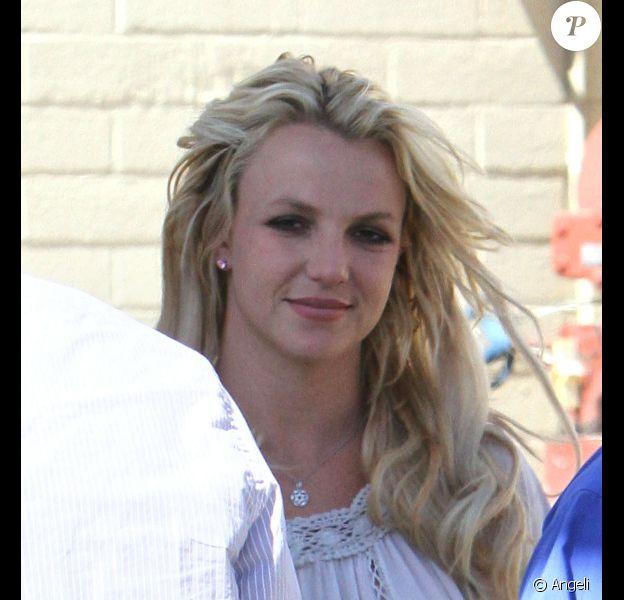 Britney Spears fait du shopping dans le mall Topanga à Los Angeles le 3 août 2010