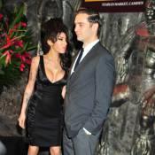 Amy Winehouse toute poitrine dehors pour son homme et... le roi des Zoulous !