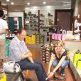 Freddy en essayage de chaussures à Niort (fin juillet 2010)
