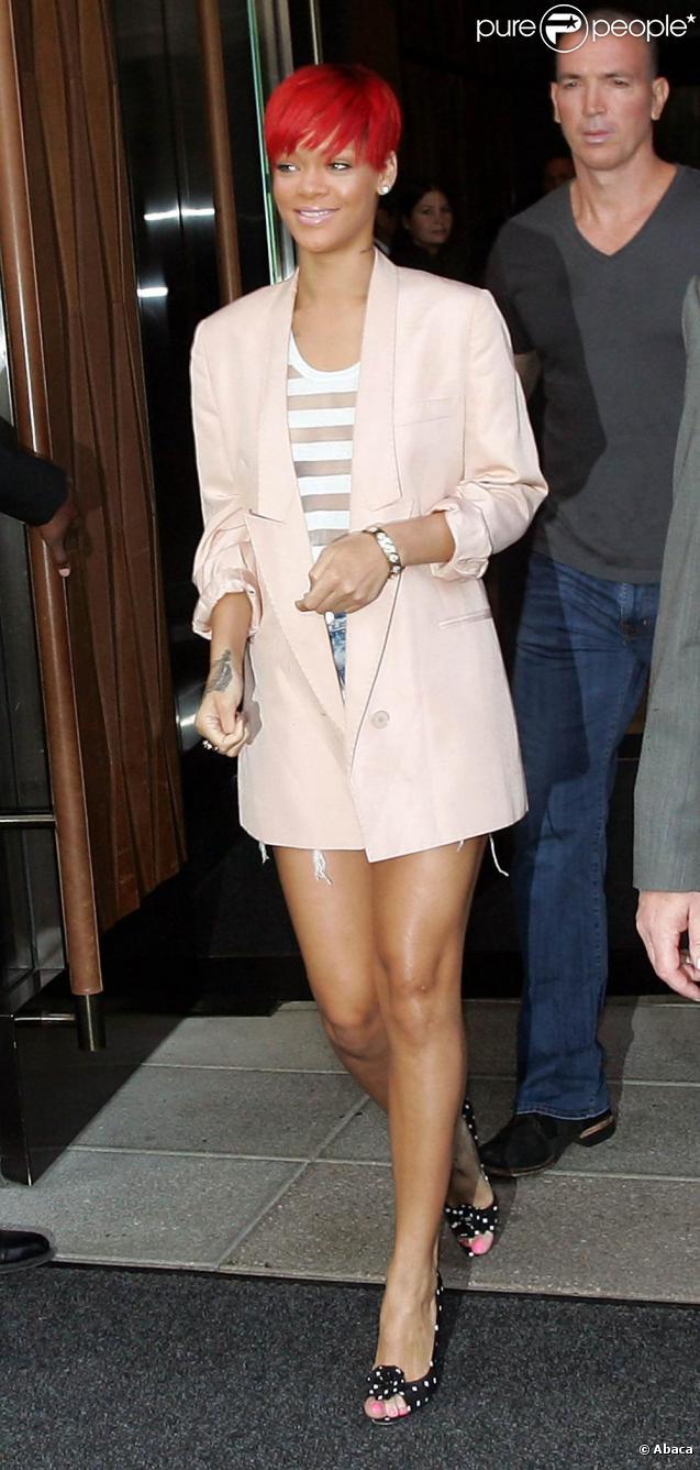 Rihanna arbore son nouveau tatouage, à New York. 11 août 2010