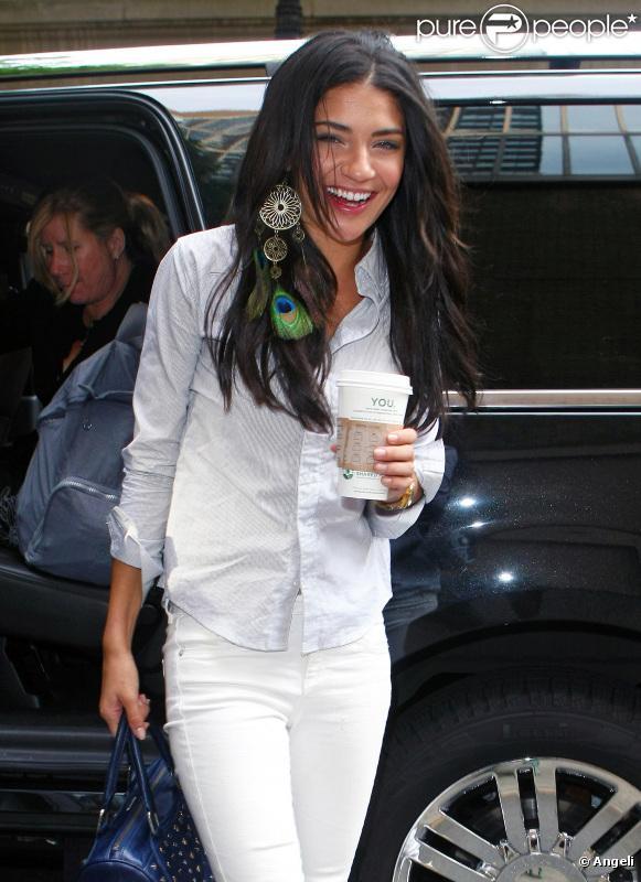 Jessica Szohr à son arrivée sur le plateau de Regis and Kelly à New York le 11 août 2010