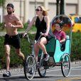 Kate Winslet, son fils Joe et son petit ami Louis Dowler dans les rues de New York en août 2010