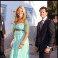 Le 25 août 2010, le prince Nikolaos de Grèce, 40 ans, et sa belle Tatiana Blatnik, 29 ans, se mariaient, au coucher de soleil, sur l'île grecque de Spetses. Madeleine et Carl Philip de Suède arrivent pour la cérémonie.