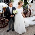 Le 25 août 2010, le prince Nikolaos de Grèce, 40 ans, et sa belle Tatiana Blatnik, 29 ans, se mariaient, au coucher de soleil, sur l'île grecque de Spetses. La mariée au bras de son beau-père, amenée à l'église en calèche traditionnelle.