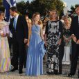 Le 25 août 2010, le prince Nikolaos de Grèce, 40 ans, et sa belle Tatiana Blatnik, 29 ans, se mariaient, au coucher de soleil, sur l'île grecque de Spetses. Les royaux espagnols : Elena, Felipe et Letizia, Cristina et Iñaki.