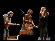 Regardez Johnny Depp monter sur scène et prendre sa guitare pour Patti Smith !