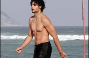 Jesus Luz : Torse nu, il prend du bon temps avec d'autres filles que Madonna !