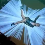 Découvrez Kylie Minogue court vêtue et baignée de néons dans son nouveau clip !