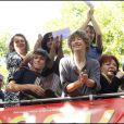 Regine, Jane Birkin, Agnés Jaoui, Jeanne Cherhal, Camille Bazbaz et de nombreux artistes ont chanté les Petits Papiers sous les fenêtres du ministère d'Eric Besson