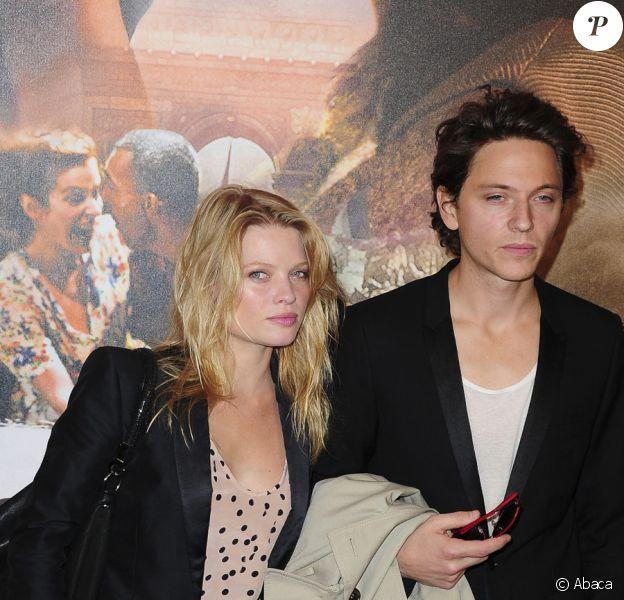 Mélanie Thierry et Raphaël lors de la présentation du film Ces amours-là à Paris le 12 septembre 2010