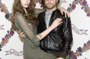 Quand Sean Lennon et Charlotte Kemp Muhl jouent les gravures de mode romantiques !