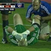Regardez Thierry Henry blesser un adversaire ! Il est condamné et paye une amende ! (réactualisé)