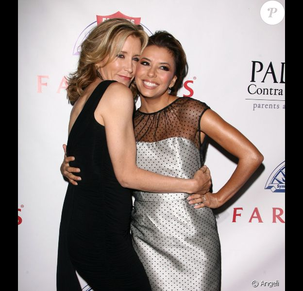 Eva Longoria et Felicity Huffman lors du Gala Padres contra el Cancer à Los Angeles le 23/09/10