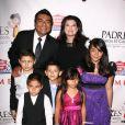George Lopez et sa famille lors du Gala Padres contra el Cancer à Los Angeles le 23/09/10