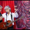 Daniel Guichard chante pour Franck Dubosc lors de l'enregistrement d'Entrez dans l'univers de Franck Dubosc présentée par Laurie Cholewa diffusée le 22 septembre 2010 sur France 2