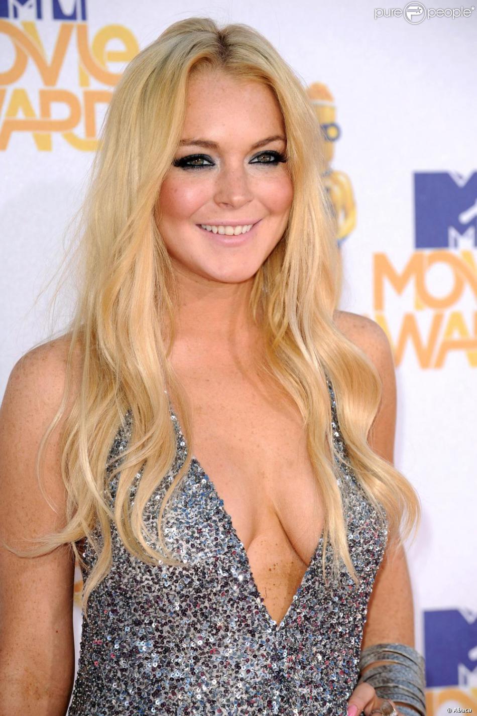 Lindsay lohan robe de poitrine de choix