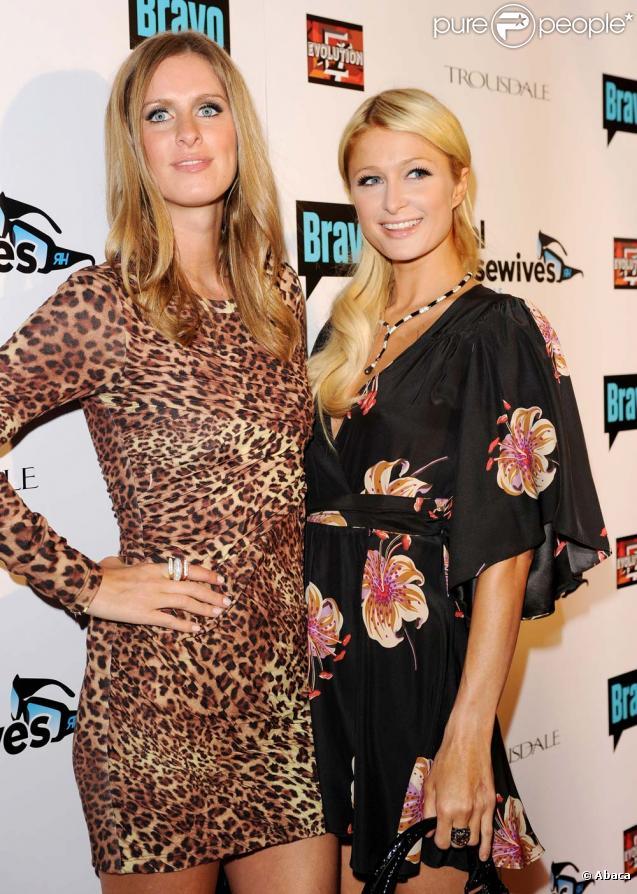 Paris et Nicky Hilton lors de la soirée The Real Housewives of Beverly Hills à Trousdale à West Hollywood le 11 octobre 2010