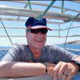 Yves Rénier dans une cage anti requins en septembre 2010 en Australie