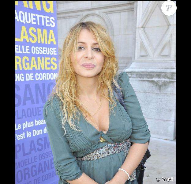 """Julie Zenatti en tournage pour """"La chanson du dimanche, la série"""" (sur la chaîne Comédie ! en 2011)"""