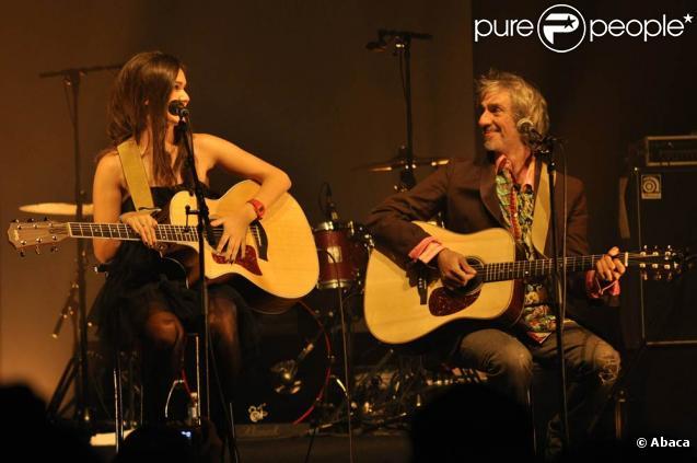 Joyce Jonathan se produisait mercredi 27 octobre 2010 à La Cigale, à Paris. Un concert parisien que la jeune chanteuse attendait impatiemment, et couronné par la venue sur scène de son pygmalion Louis Bertignac.