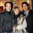 Antony et Nathalie Delon, Mathieu Delarive lors du vernissage de la galerie Caplain-Matignon à Paris le 21 octobre 2010