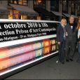 Sophie Descombin-Litras, Alain Delon, Sophie Delon lors du vernissage de la galerie Caplain-Matignon à Paris le 21 octobre 2010
