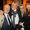 Claude Bolling, Sophie Descombin-Litras, Irène Bolling et Sophie Delon lors du vernissage de la galerie Caplain-Matignon à Paris le 21 octobre 2010