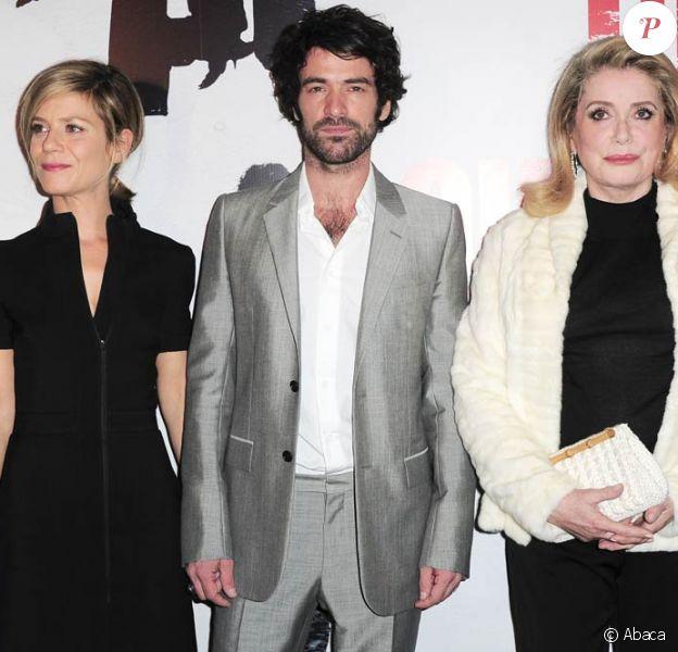 Marina Foïs, Romain Duris et Catherine Deneuve, à l'occasion de l'avant-première de L'homme qui voulait vivre sa vie, dans l'enceinte du Gaumont Marignan, sur les Champs-Elysées, à Paris, le 28 octobre 2010.