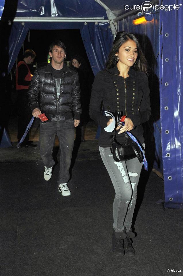 Lionel Messi et sa compagne Antonella Roccuzzo à la grande première du Cirque du Soleil à Barcelone le 6 novembre 2010