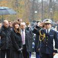 Carla Bruni lors des commémorations du 11 novembre à Paris, au pied de la statue de Georges Clemenceau.