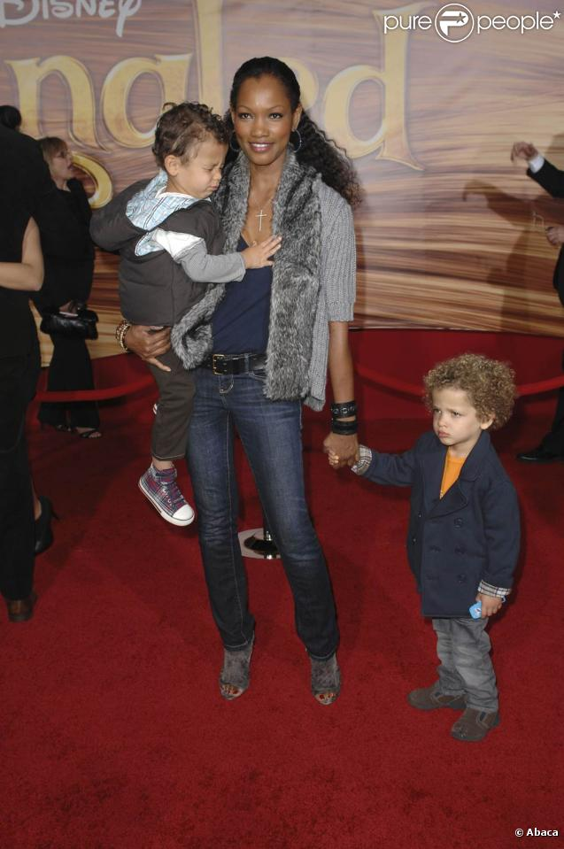 Garcelle Beauvais et ses enfants lors de la première du film d'animation Tangled à Los Angeles le 14 novembre 2010