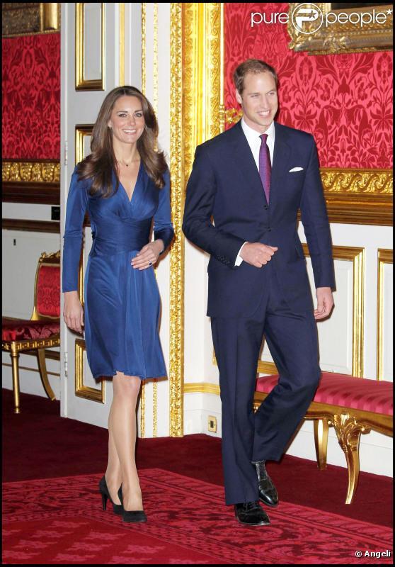 le prince william et sa douce kate admirez la sublime bague de fian ailles purepeople. Black Bedroom Furniture Sets. Home Design Ideas