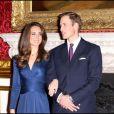 Kate Middleton et le prince William lors de l'annonce de leurs fiançailles à la presse - 16 novembre 2010