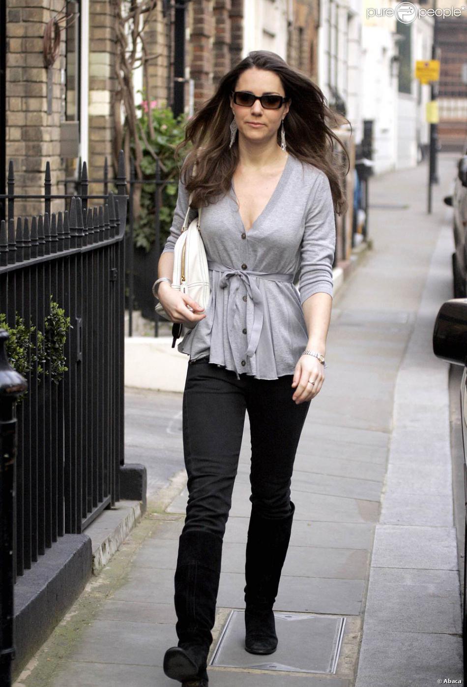 gilet ample jean et bottes plates kate middleton la joue casual pour arpenter les rues. Black Bedroom Furniture Sets. Home Design Ideas
