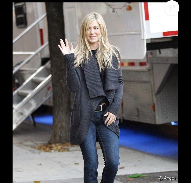 Jennifer Aniston sur le tournage de Wanderlust à New York le 19 novembre 2010