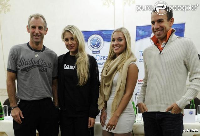 Le 21 novembre, Anna Kournikova, Thomas muster, Dominika Cibulkova et Dominik Hrbaty donnaient une conférence de presse à Bratislava, à la veille de leur affrontement pour le Tennis Classics de la capitale slovaque.