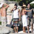 """""""Vanessa Minnillo et Nick Lachey fêtent leurs fiançailles à Mexico entre amis. Novembre 2010"""""""