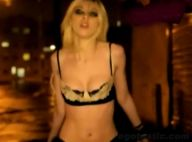 Quand la sexy Taylor Momsen se met à nu en pleine rue...