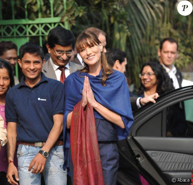 Carla Bruni a visité un hôpital de New Delhi, le 6 décembre 2010.