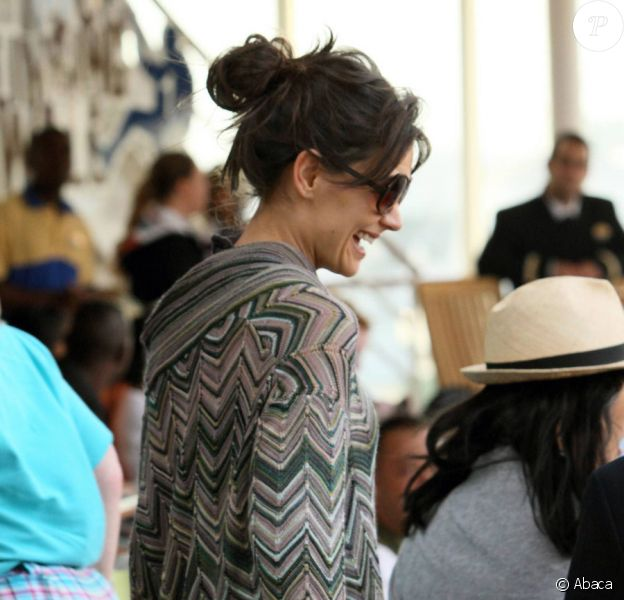 Katie Holmes sur le tournage de Jack and Jill sur le bateau de croisière de luxe en Floride en novembre 2010