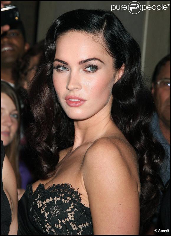 Megan Fox cultive ses sourcils longs et épais.