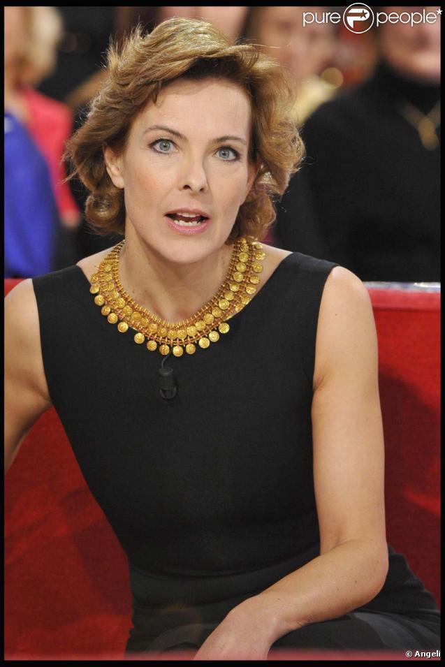 Enregistrement de  Vivement Dimanche  (le 15 décembre 2010) spécial Pierre Cardin. Diffusion le 19 décembre 2010. Carole Bouquet