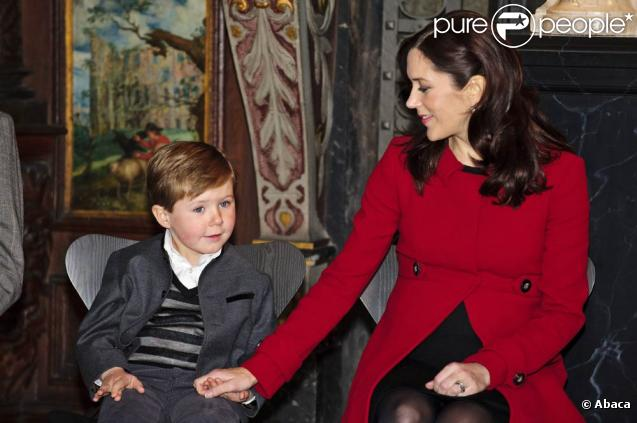 Mary et Frederik de Danemark, après la fin des importants et coûteux travaux de rénovation du palais Frederik VIII, y ont emménagé fin 2010. L'occasion d'y inviter le  Vogue  allemand avant l'arrivée des jumeaux...