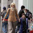 Laura Dern et ses enfants Ellery et Jaya en virée shopping à New York, mi-décembre 2010
