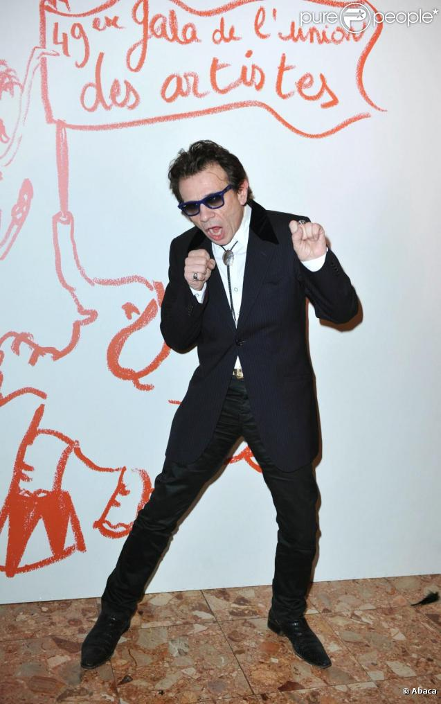 Philippe Manoeuvre double la voix du personnage Paul dans la comédie de Greg Mottola.