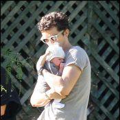 Orlando Bloom : Première promenade avec son petit Flynn, adorable !
