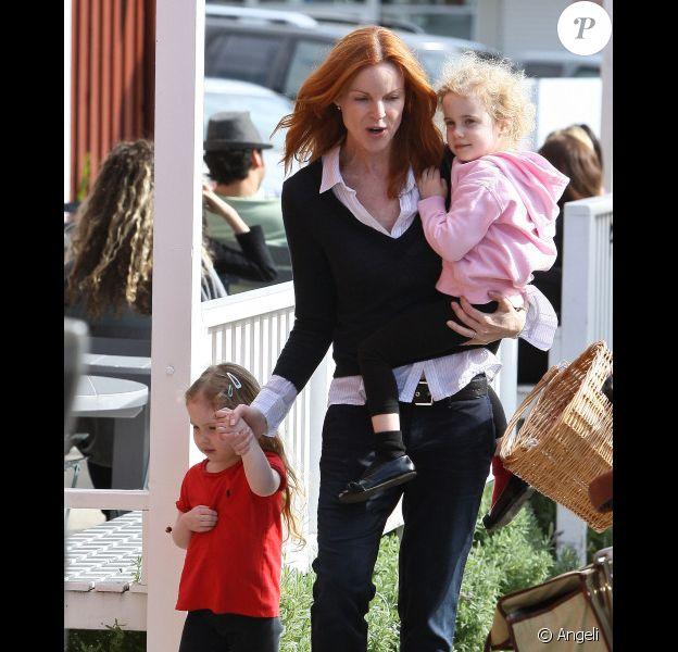 Marcia Cross emmène ses filles manger des glaces (4 février 2011- Los Angeles-