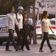 Monica Cruz, son boyfriend Alex Gonzalez, et sa mère Encarna vont dîner le 25 janvier 2011, non loin du Cedars Sinai Center à Los Angeles où Penélope Cruz a accouché